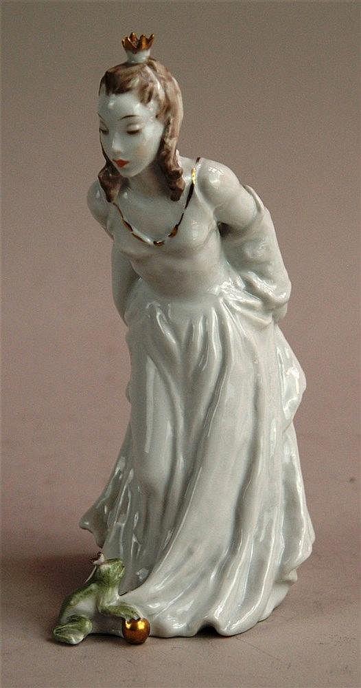 Figur Froschkönigin - Rosenthal nach 1957, Dekor 7012, handgemalt, Goldstraffur teilw. berieben, Krone beschädigt, H.ca.21,5cm