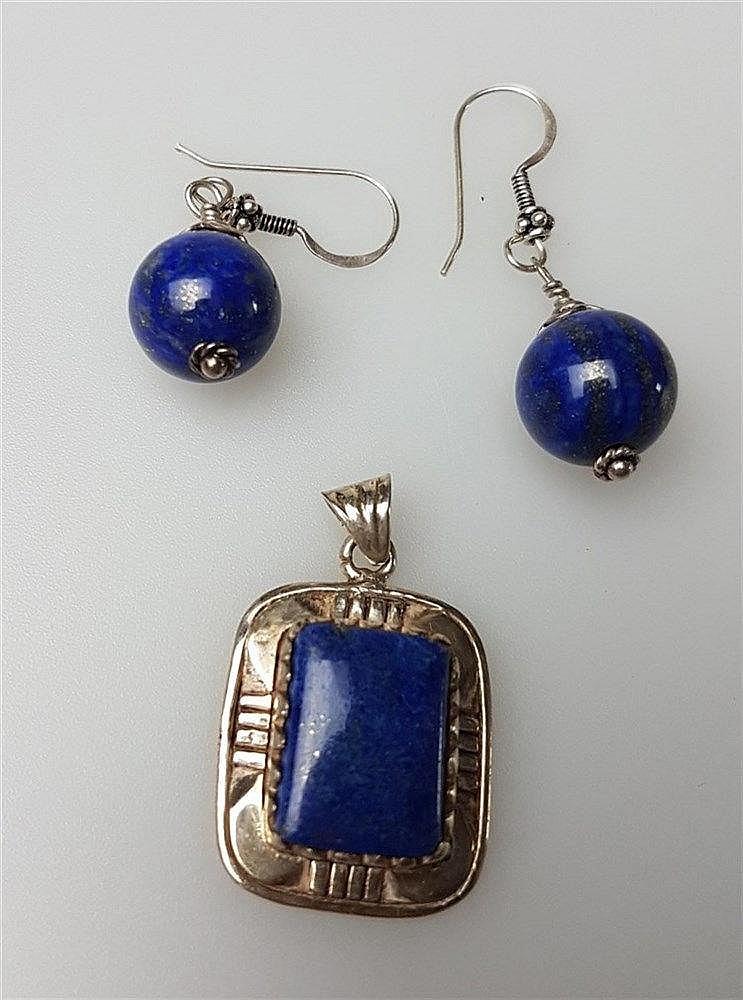 2 Ohrringe und Anhänger - Lapislazuli, Silber, 925 gestempelt; Ohrringe mit Lapislazulikugeln L.ca.45mm; Anhänger mit rechteckigem Lapislazuli L.ca.35mm
