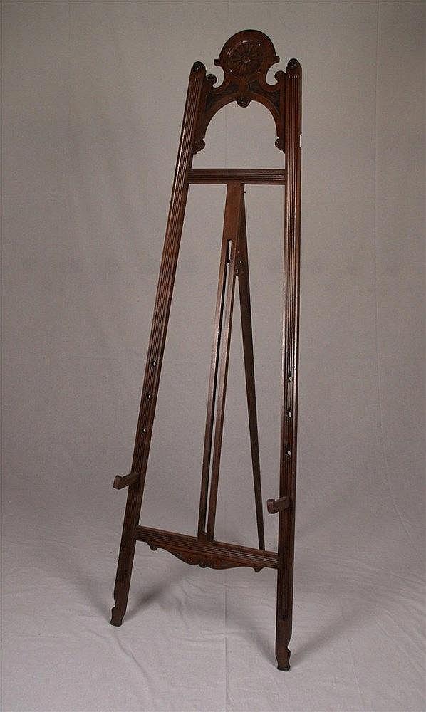 Historismus-Staffelei - Holz ebonisiert, partiell geschnizt, höhenverstellbar,ca. 177x58x78,Alters-und Gebrauchsspuren