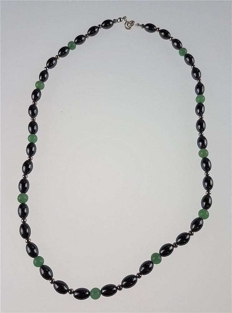 Hämatitkette - ovale Hämatitperlen,grüne Jade- und kl.Silberperlen als Zwischenelemente,Metallverschluss,L.ca.4 5cm