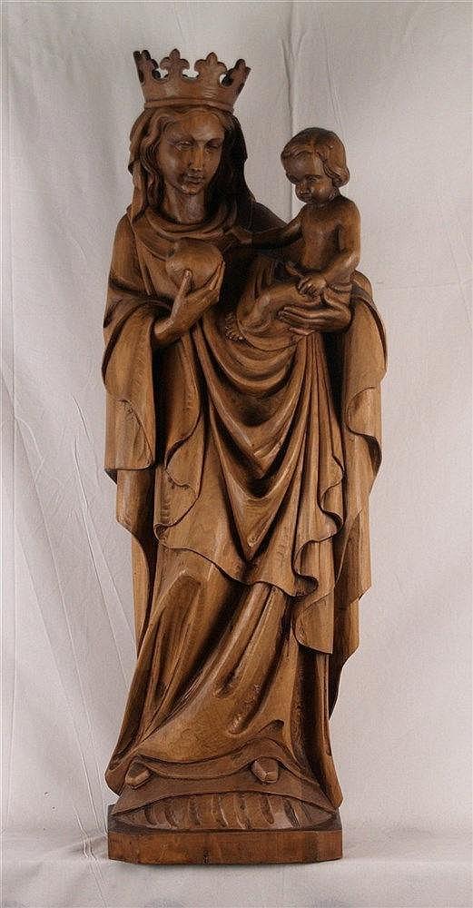 Holzfigur ''Madonna mit Kind'' - stehende bekrönte Muttergottes mit dem Jesusknaben im linken Arm, dem sie einen Apfel reicht, geschnitzt, gebeizt, H.ca.100cm, Kronenzacken repariert bzw.geklebt, auf viereckigem Sockel ca.3x22x29cm, 20.Jh.