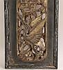 Holzpaneel - Hongkong/China um 1900, Qing-Dynastie, geschnitztes Holzrelief, durchbrochen, plastische Figuren zweier Herren unter einem blühenden Baum, unten: plastische Darstellung eines Kranichs, Vergoldung tlw. berieben, ca.64x14cm, in