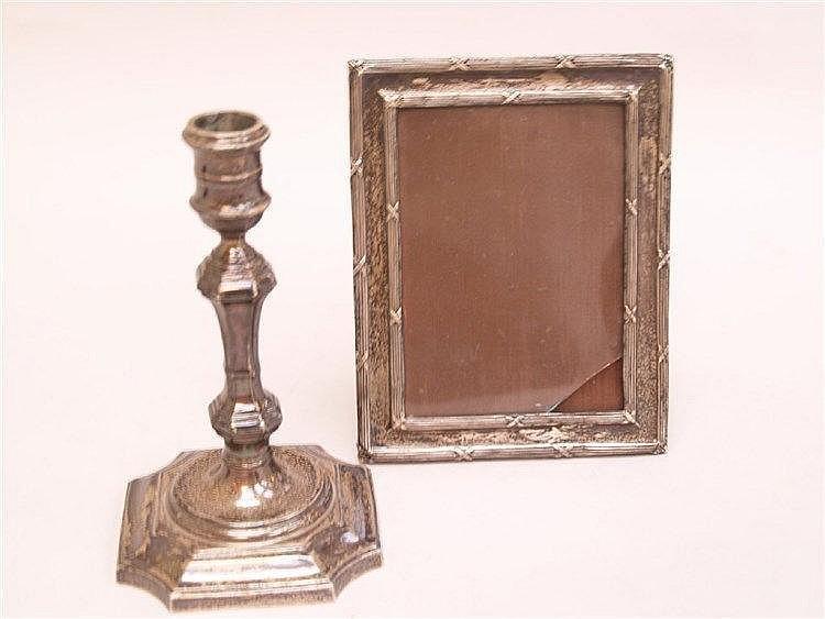 Kerzenständer und Bilderrahmen - England, gestempelt Sterling Silber, Glas im Bilderrahmen beschädigt ca.10x13,5cm , Kerzenständer, mehrfach gegliedert,H.ca. 18cm,Gesamtgewicht ohne Glas: ca.647g