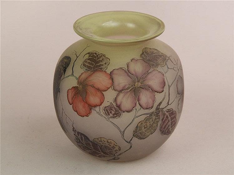 Vase - signiert Eisch, polychrom bemalt mit Vogel und Blütenmuster, H.ca.12,5cm