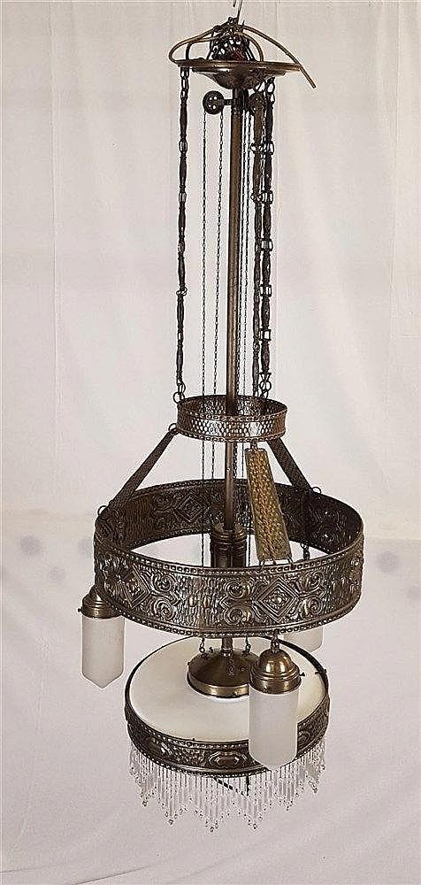 Deckenhängelampe - Jugendstil, mit 4 Beleuchtungseinheiten, davon 3 am oberen großen Ring 3 Abhängungen mit mattierten kegelförmigen Glasschirmen, D.ca.7cm, unterer Glasschirm aus Opalinglas mit abschließenden Glasperlenbehang D.40cm, mit