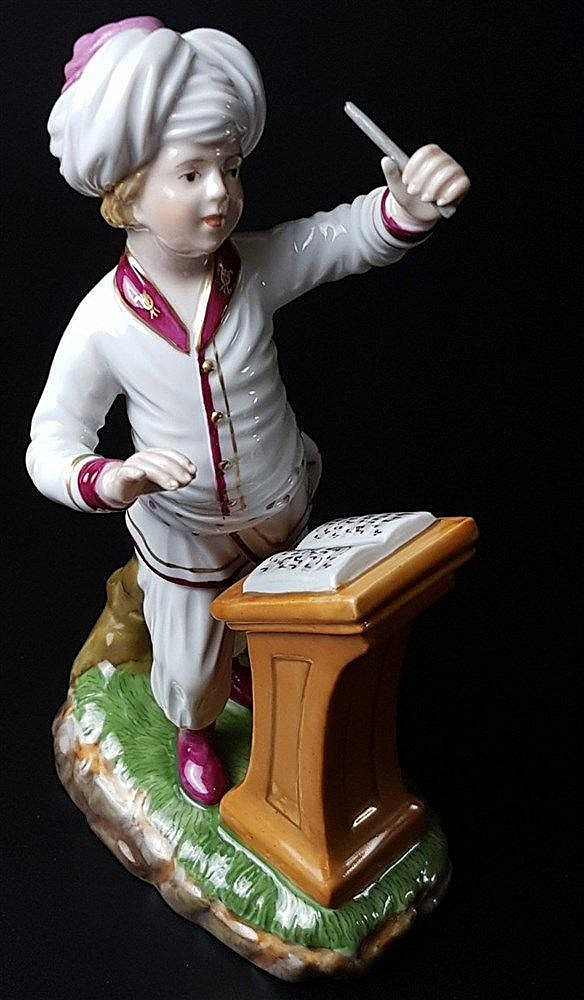 Musiker aus der Türkenkapelle - Hoechst blaue Radmarke mit Malerzeichen, 20.Jh., Entw.Johann Peter Melchior (1747-1825), Dirigent, polychrom bemalt, weiß/rosa Uniform, H.ca.17cm