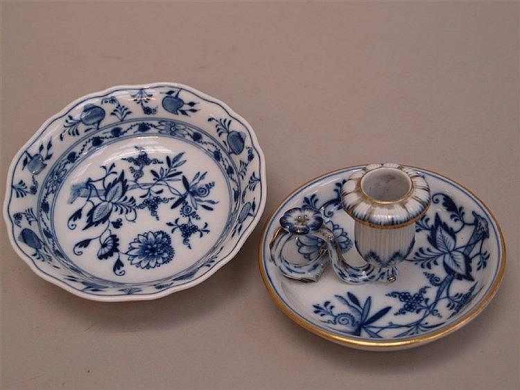 Schale & Kerzenhalter - Meissen blaue Schwertermarke,Knaufzeit 1815-1924, unterglasurblaues Zwiebelmuster,Goldstaffage,D.ca.14/12cm