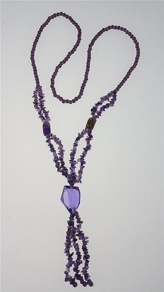 Lange Amethystkette - Perlen,Splitter,ein großer facettierter Stein von ca.25,8mm L.,2 Natursteine,ca.14-15mm l.,Gesamtlänge ca.88cm