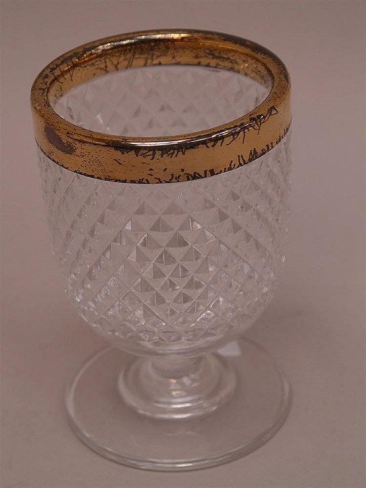 Kaviar-Prunkglas- Kristallglas mit vergoldetem Sterling-Silber-Überzug (starker Abrieb),Kuppa flächendeckend mit Diamantschliff,Linsenstand,H.ca.16,5cm