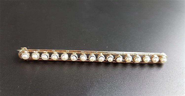 Nadelbrosche - Gelbgold 750,Goldschmiedearbeit besetzt mit 16 kleinen Orientperlen,L.ca.7cm,ca.5,1g