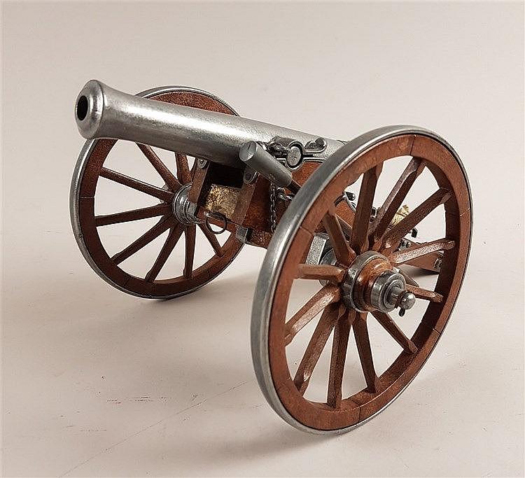 Modellkanone - ''Dahlgren 1861'', Gusseisen, Lafette aus Holz, London ca. 1920, Gesamtlänge ca.36cm, L.der Kanone 19,5cm, H.ca.15cm