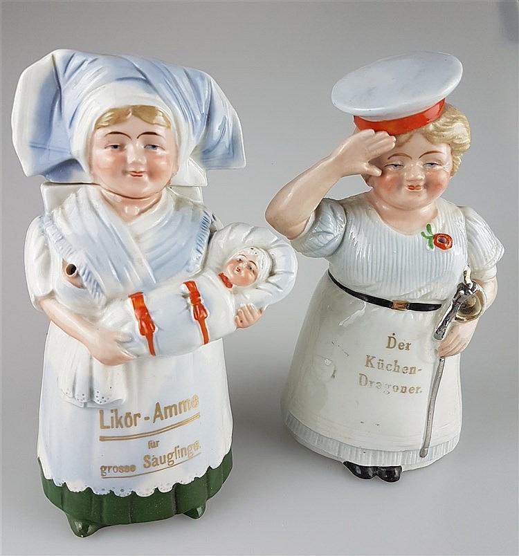 Zwei Figuren-/Scherzflaschen - Flaschen in Form einer Amme mit Wickelkind sowie einer Köchin mit Soldatenmütze und Säbel salutierend,Mütze bzw. Kopf an Korkstopfen ausgeführt,farbig staffiert,Aufschriften in Goldbuchstaben partiell lt. berieben
