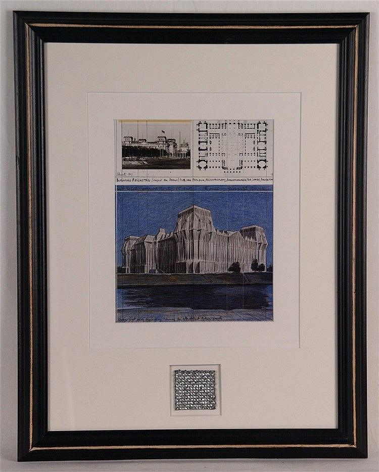 Christo und Jean-Claude - ''Verhüllter Reichstag, Berlin'' mit Orig. Gewebestück, ca.23,5 x 18,5 cm,unter Glas gerahmt
