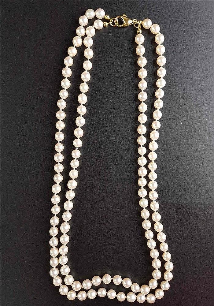 Perlenkette - 2-reihig,Zuchperlen(ca.7mm Dm.)in Einzelknotung,Gelbgold-Verschluss gestempelt 585,L.ca.50cm