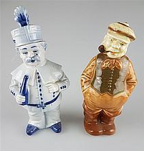 Zwei Figurenflaschen - Flaschen in Form eines Gardisten mit Flasche sowie eines Gutsbesitzers mit Schirmmütze und Pfeife,Hut bzw. Kopf mit Mütze an Korkstopfen ausgeführt,farbig bzw.monochrom staffiert,H.ca.20,5/22 cm