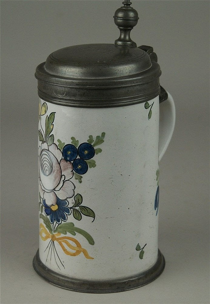 Walzenkrug - Fayence, Original Zinnmontierung, weiß mit Blumenbukett, Schrenzheim um 1760, Monogrammgravur, signiert, H ca. 22 cm