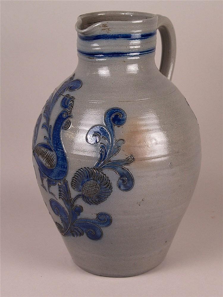 Bembel - graues salzglasiertes Steinzeug mit blauem floralem Muster mit Vogel, bauchige Form, H.ca.35cm