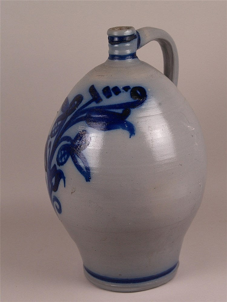 Weinkrug - Westerwald, graues salzglasiertes Steinzeug mit blauem floralem Muster, bauchige Form mit Zylinderhals, H.ca.42cm