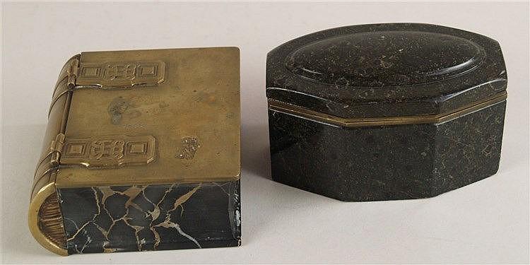 Konvolut Tintenfass und Schatulle - Art Déco,Tintenfass mit zwei Glasgefäßen, sächsischer Serpentin, H.ca.7,5cm, L.ca.14,5cm,Schatulle in Buchform, ca.6x12,5x11cm