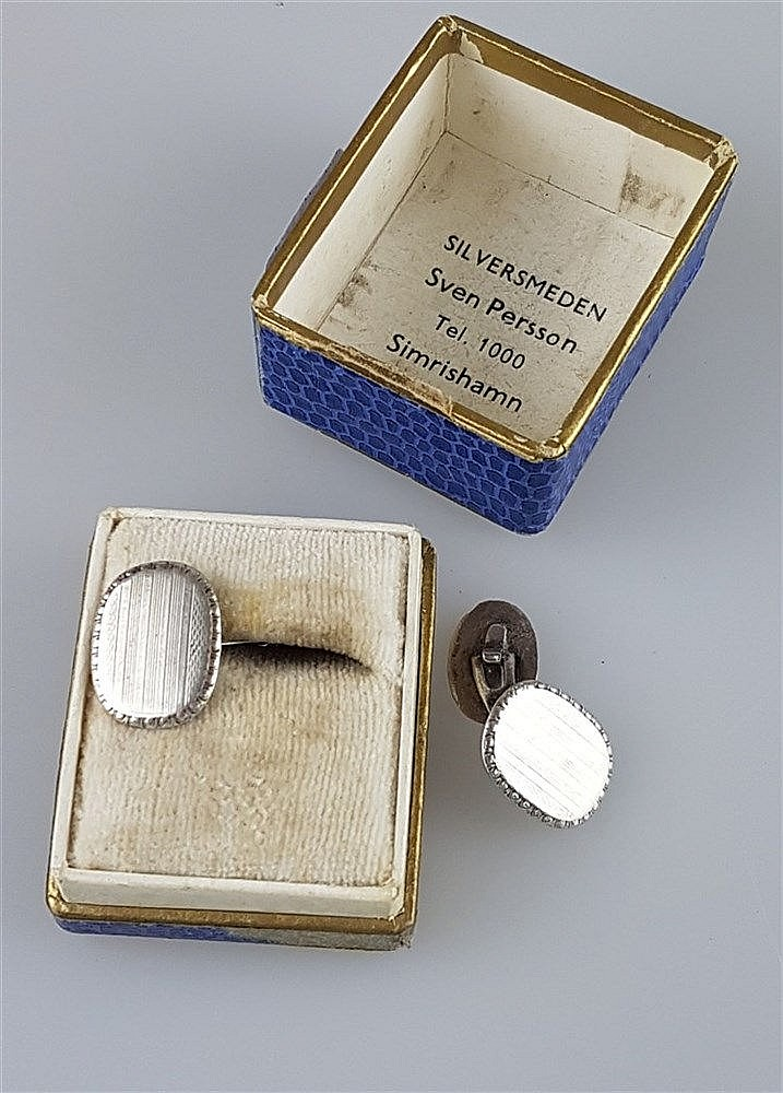 Paar Manschettenknöpfe - 800er Silber, guillochiert, gravierter Zierrand,ca.17 mm