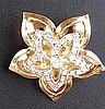 Paar Clip-Ohrringe/-stecker - Gelb-/Weißgold gestempelt 750,Blütenform,besetzt mit 30 kleineren und 1 größeren Diamanten (je ca.0,23ct.)in Brillantschliff,zusammen jeweils ca.1,4ct.,B.ca.3,7cmmm,Gew.je ca.10,5g
