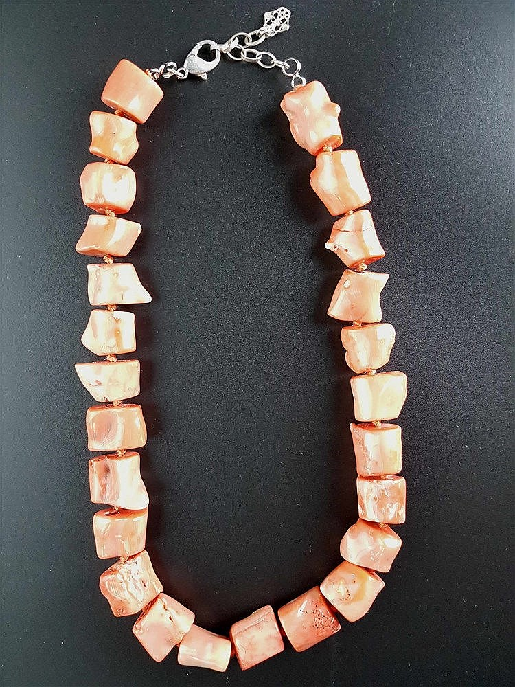 Massives Collier - ungleichmäßige tonnenförmige Korallen in Rosé-Rot,925-Silberverschluss,L.ca.45,5c m,lt.Tragespuren