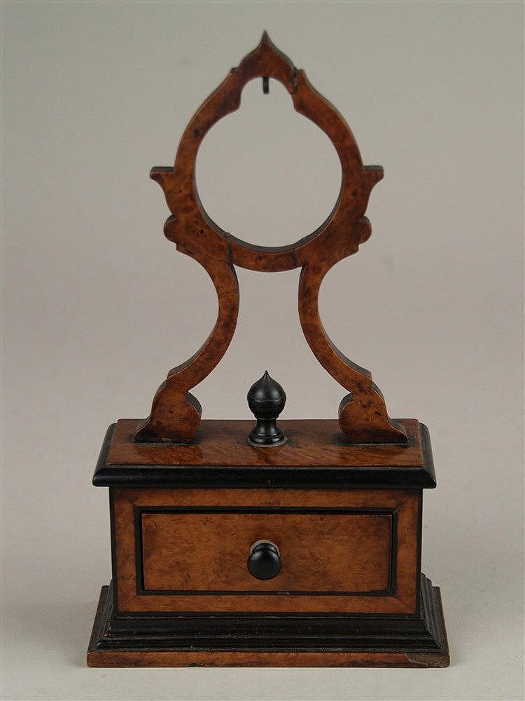 Ständer für Taschenuhr - Holz, mit kl. Schublade, H.ca.23cm