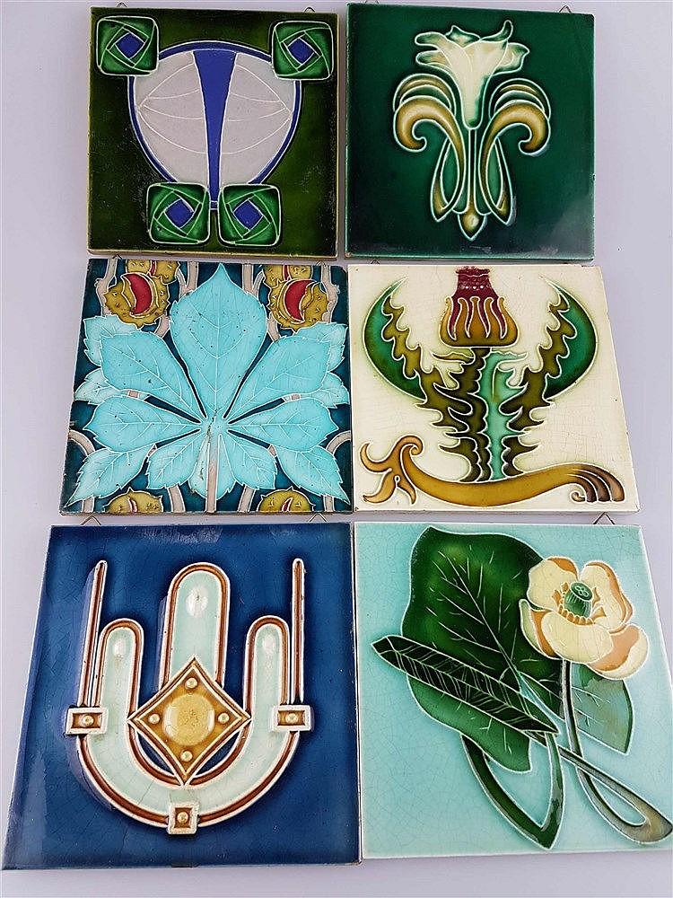 6 Jugendstil-Kacheln - Keramik, mit Ornament- und floralen Motiven, Glasur krakeliert u. partiell lt. best., 1x Boulenger Choisy le roi, Frankreich, ca. 14,5x14,7 bis 15,2x15,2cm
