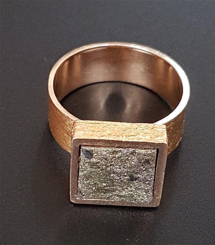 Goldring - Lapponia/Finnland,Gelbgold 585,mattiert,Gewicht ca.12,8 g,Ringkopf ca.9x9mm,Dm.ca.20mm