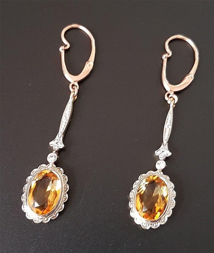 Paar Ohrhänger - RG/GG/WG,Klappbrisur gestempelt 585/Russland,einhängbare Unterteile mit je 1 Citrin im Ovalschliff (L.ca.18mm) sowie 3 kleinen Diamanten (größerer Stein ca.0,06ct.),zus.ca.7,7g,Ges.L.ca.6cm