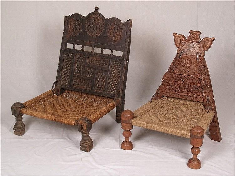 Zwei niedrige ''Thron''-Stühle - Indien/Nepal 19.Jh.,üppig geschnitztes Hartholz,unterschiedliche Ausführungen, diverse Ornamente,gedrechselte Beine,Gebrauchs-und Altersspuren,Abrieb,H(Lehne/Sitz):ca. 81 bzw.69/20cm