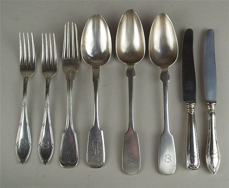 Silberbesteck - 8-tlg. 3 Löffel/2 Messer/3 Gabeln,gestempelt 12 Lot bzw. 800 Silber,diverse Ausführungen:Spatengriffe,Randzier,Monog rammgravuren,Gew.(ohne Messer):ca.338g
