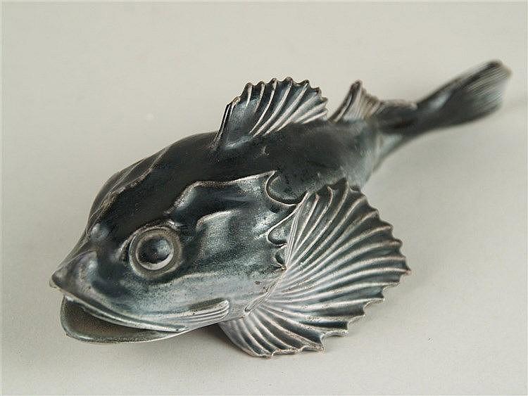Tischobjekt ''Fisch'' - Wächtersbach, signiert,vollplastisch ausgeformte Keramikfigur,dunkel glasiert,L.ca.18cm, Maul lt.bestoßen