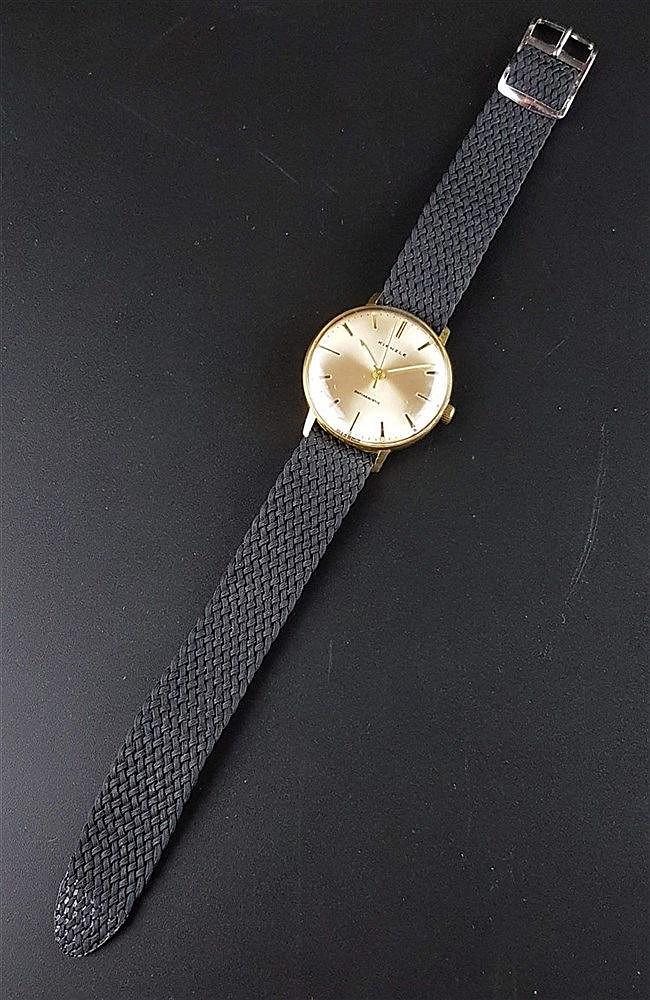 Herrenarmbanduhr, Kienzle, automatic, vergoldetes Gehäuse, Uhrendeckel Edelstahl, Gewebearmband, Durchmesser ca. 33 mm, Uhr lief bei Katalogisierung