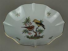 Blattschale - Hoechst blaue Radmarke mit Malerzeichen, 20.Jh.,  polychrom bemalt, Vogeldekor, Goldrand, Vierpassform, L.ca.23,5cm