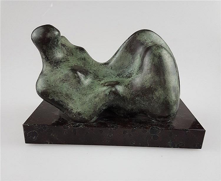 Bronzefigur ''Liegende Dame'' - Bronze auf Marmorsockel, signiert P3 07/99, H.ca.7cm, L.ca.15cm