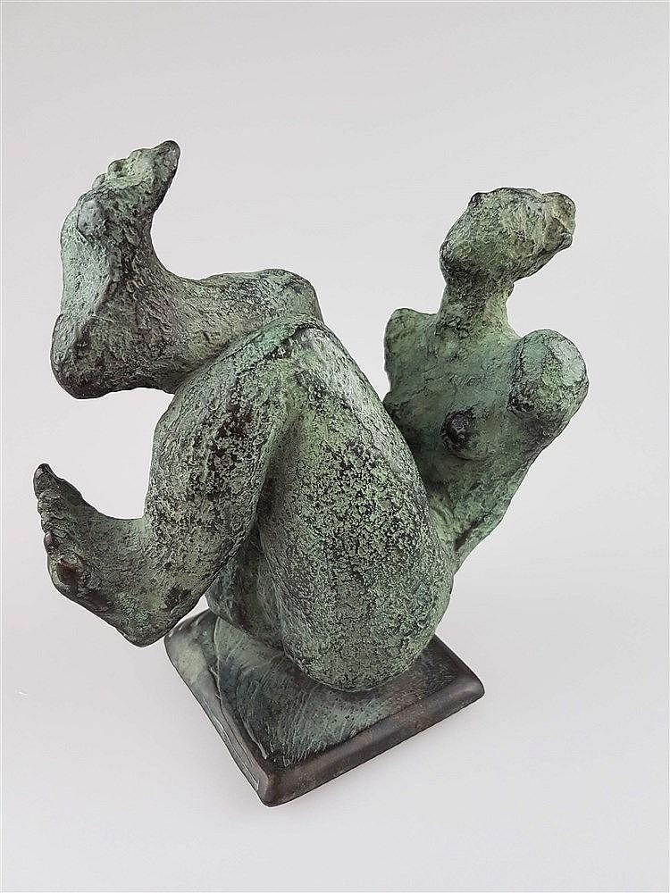 Bronzefigur ''Frauenfigur mit angezogenen Beinen'' - Figur ohne Arme, überaus voluminöser Unterkörper, zurückgelehnte Pose, Guss Wittkamp Elmenhorst, H.ca.17cm