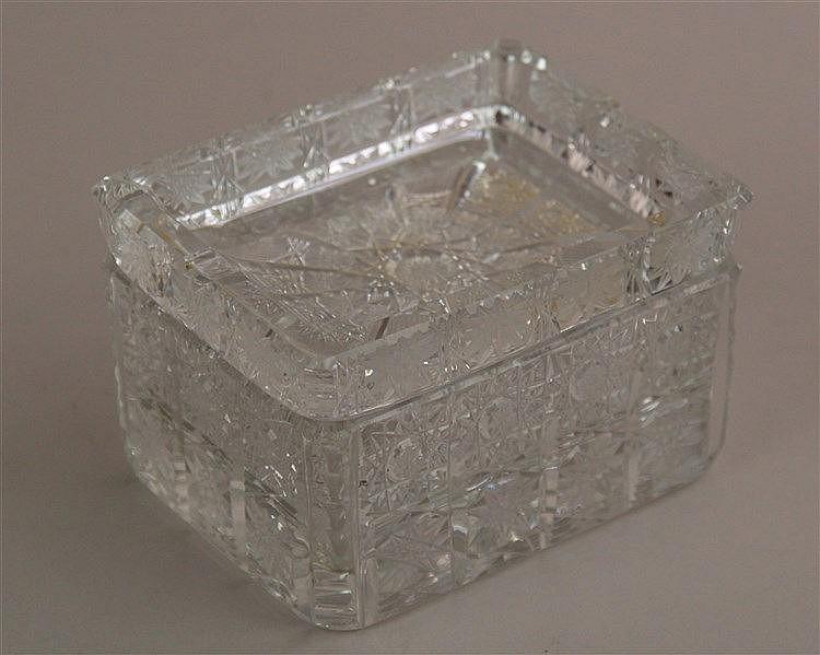 Zigarettendose - facettiertes farbloses Kristallglas, HxBxT ca.8x12x9cm, Gebrauchsspuren