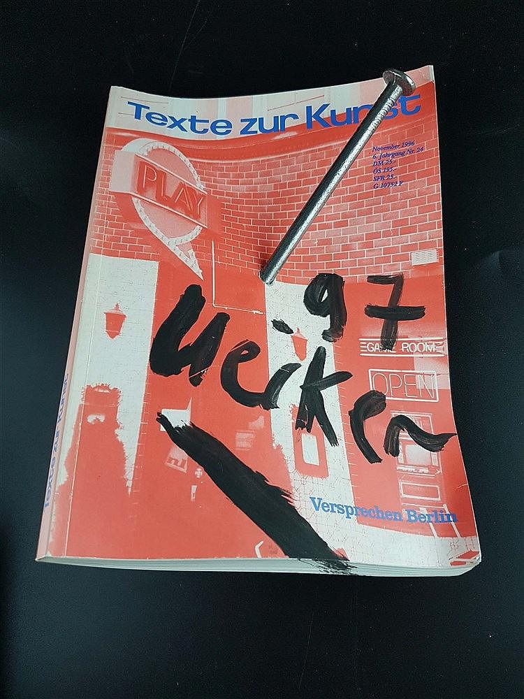 Uecker,Günther (*1930 Wentdorf) - ''Texte zur Kunst'', Multiple,Heft ''Texte zur Kunst'' mit großem Nagel durchbohrt,auf dem Titel signiert und datiert,unlimitierte Gesamtauflage,Heft Nr.24 November 1996,ca. 23 x 16,6 x 11 cm