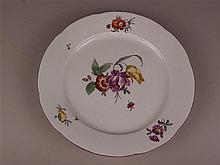 Teller - Frankenthal, 18.Jh. vor 1776, Porzellan, weiß, glasiert u. polychrom bemalt, Blumenmuster, rotbrauner Rand, D.ca.24,5cm