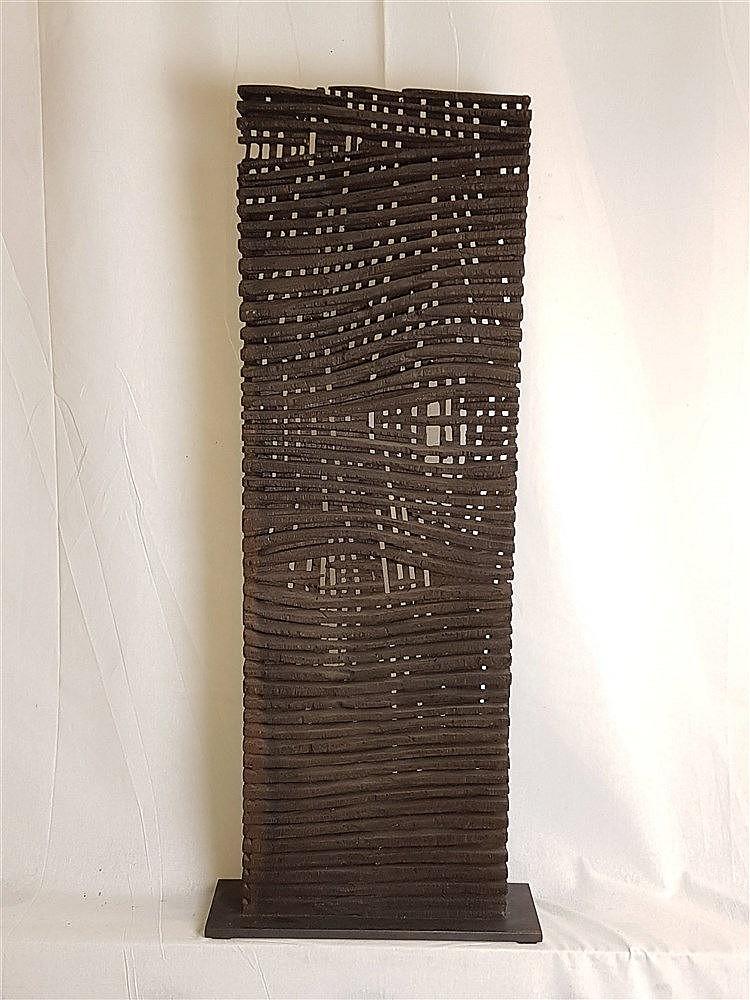Heil, Alexander (geb.1970 Frankfurt) - Holzskulptur, gefertigt aus Treibholz, rechteckige abstrakte Darstellung, H.ca. 85cm