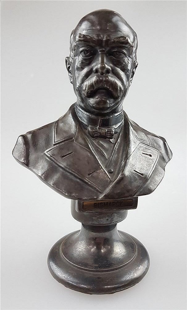 Bismarck-Büste - bezeichnet ''Bismarck'', vollplastische Darstellung, mit Fußsockel, H.ca. 12,5cm