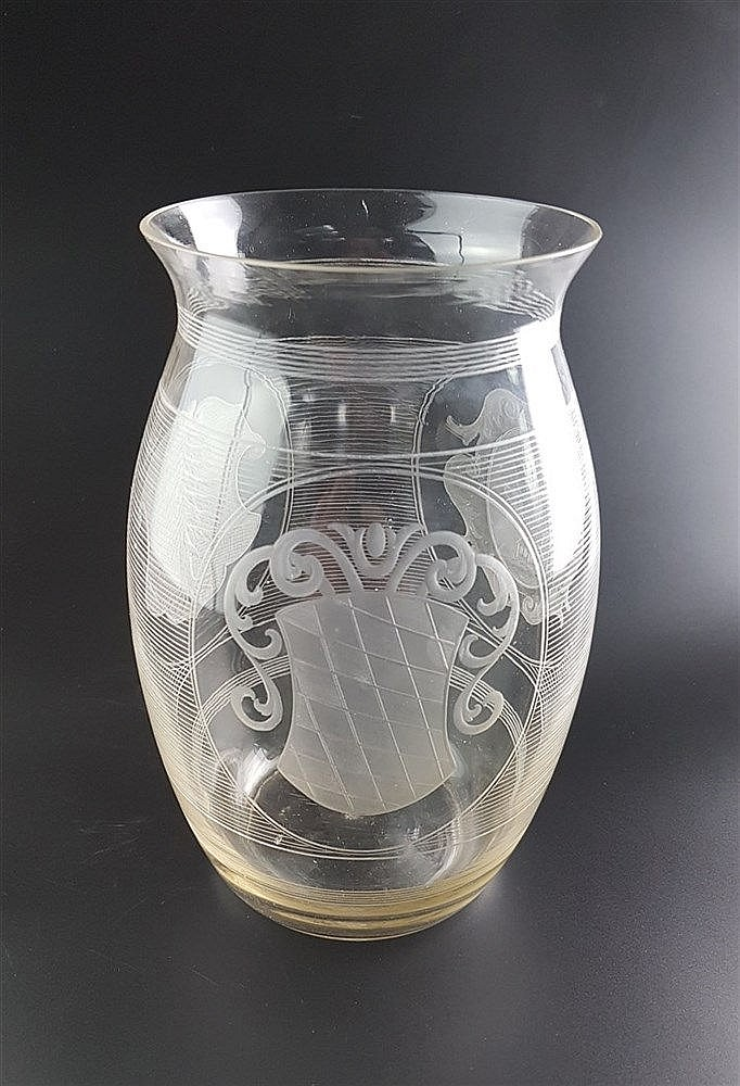 Wappenvase - um 1880/1900, H.ca.23cm, auffendige Glasschleifarbeit