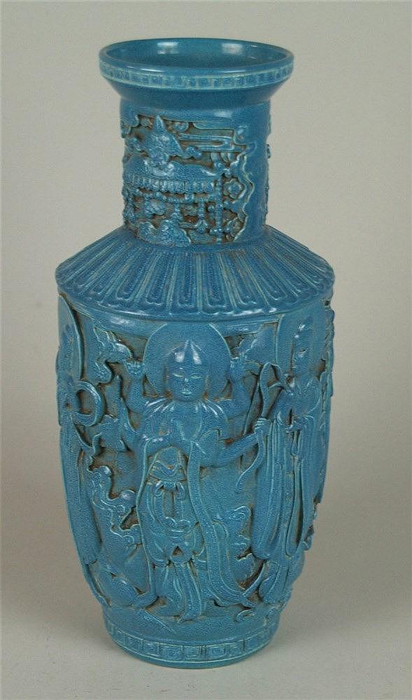 Rouleauvase - China 20.Jh.,Porzellan, bedeckt mit Robin's egg-Glasur,umlaufend reliefierter Dekor mit buddhistischen Gottheiten, Glückssymbolen,Blatt-und Mäanderborten,Vierzeichen-Zhuanshu-Präge marke'' Qianlong Nian Zhi'',H.ca.37,5cm