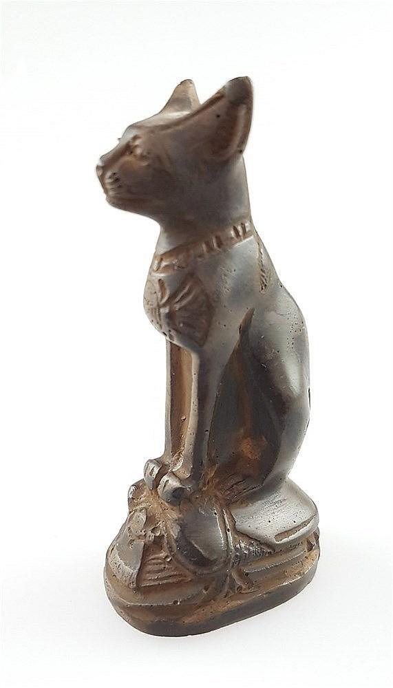 Katzengöttin Bastet - Steinfigur im ägyptischen Stil, auf ovalem Sockel sitzend, H.ca.10cm