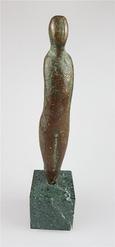 Bronzeskulptur- abstrakte menschliche Gestalt, Bronze patiniert, H.ohne Sockel ca.16,5cm, auf grünem Marmorsockel ca.5x5x5cm