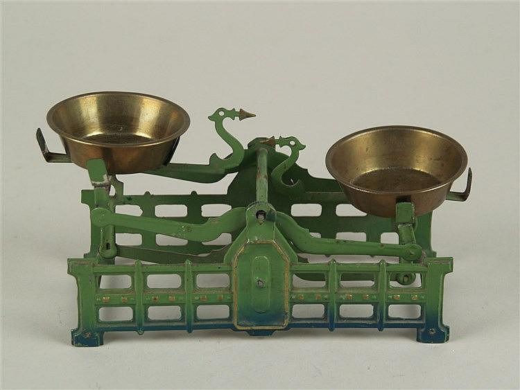 Kaufladen-/Puppenstubenwaage - um 1900, Jugendstil, ca.16x7cm,