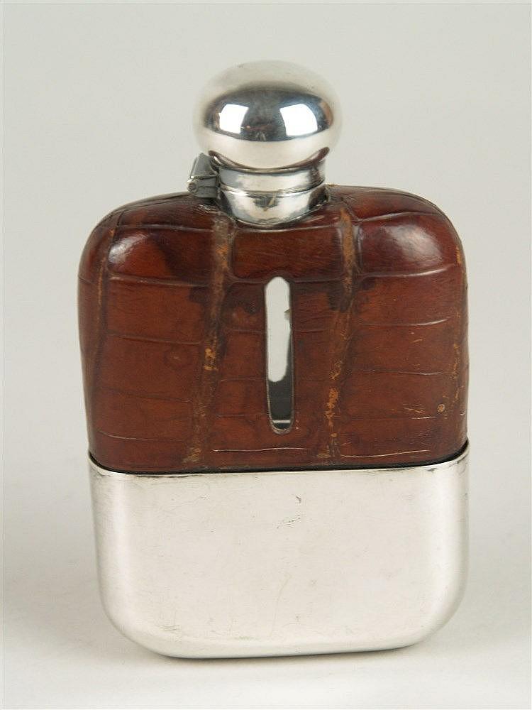 Flachmann- England um 1920, lederbezogener Glaskorpus, aufgesteckter Becher, Bajonettverschluss, H.ca.14cm B.ca.8,5cm, guter Zustand