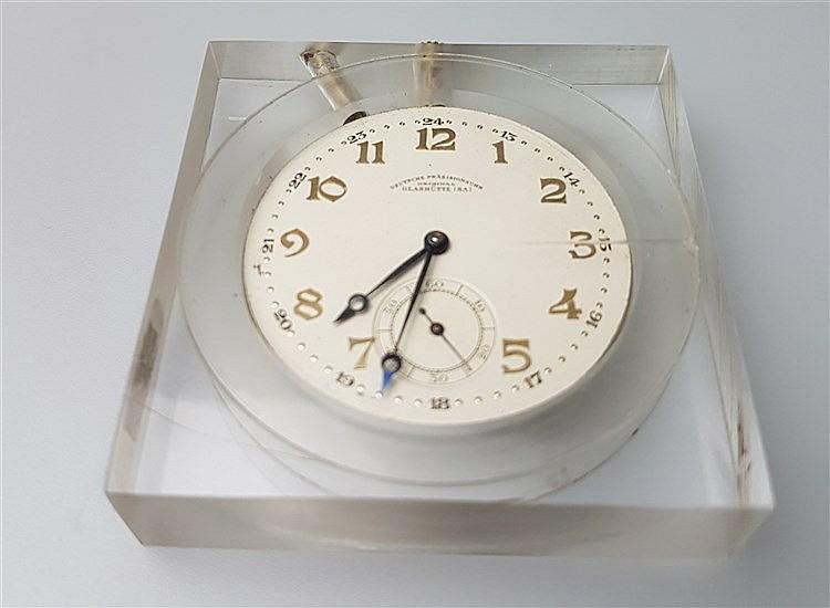 Uhrwerk - Deutsche Präzisions-Uhrenfabrik, Glashütte (Sa) e.G.m.b.H., Zifferblatt mit arabischen Zahlenindizes,Minuterie und kleiner Sekunde,Schwanenhals-Regulage,D.ca.4,5cm ,in Kunststoffgehäuse,funktioniert