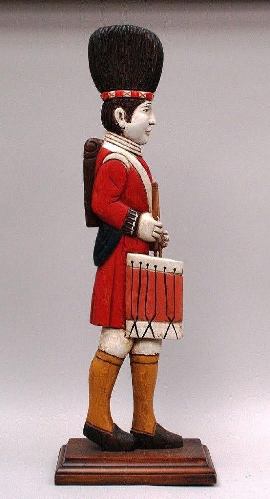 Holzfigur- England nach 1900 - Schottischer Soldat ''Trommler'',Holz geschnitzt,seitlich abgeflacht,farbig gefasst,Einsteckstöcke,H.ca.93cm